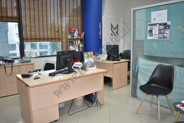 Office for rent in Twin Towers, 25 m2, suitable for travel agencies, consulting offices, etc.