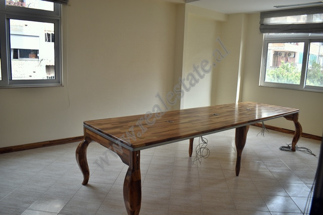 Three bedroom apartment for sale in Kongresi i Tiranes