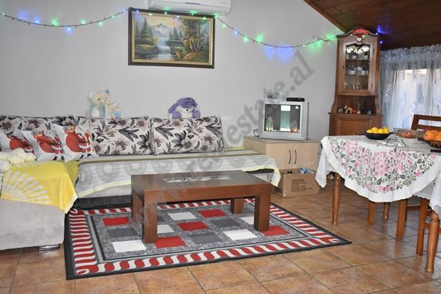 Apartament papafingo per shitje ne rrugen Gjon Buzuku ne Tirane. Apartamenti ndodhet ne katin e 6 d
