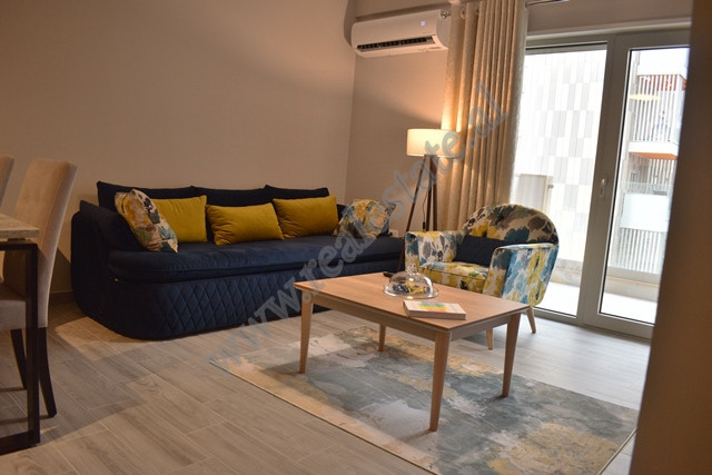 Apartament 1+1 me qira ne kompleksin Foleja e Gjelber Tirane. Apartamenti ndodhet ne katin e katert