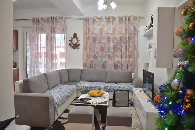 Apartament 1+1 per shitje ne kompleksin Mangalem 21 ne Tirane. Apartamenti ndodhet ne katin e pare