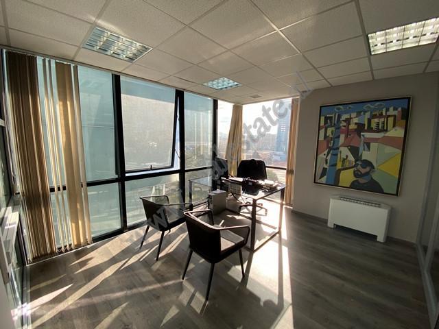 Ambient zyrash me qira prane Toptani Center ne Tirane. Zyra ndodhet ne katin e gjashte te nje ndert