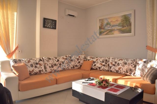 Apartament 2+1 me qira ne fillim te rruges Pandi Dardha ne Tirane. Apartamenti ndodhet ne katin e d