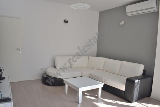 Apartament 2+1 per shitje ne rrugen Hamdi Garunja ne Tirane. Apartamenti ndodhet ne katin e dyte te