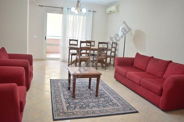 Apartament 3+1 per qira prane Sheshit Avni Rustemi ne Tirane. Apartamenti ndodhet ne katin e peste