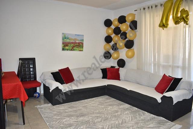 Apartament 2+1 per shitje ne rrugen Kongresi i Manastirit ne zonen e Xhamllikut ne Tirane. Banesa p