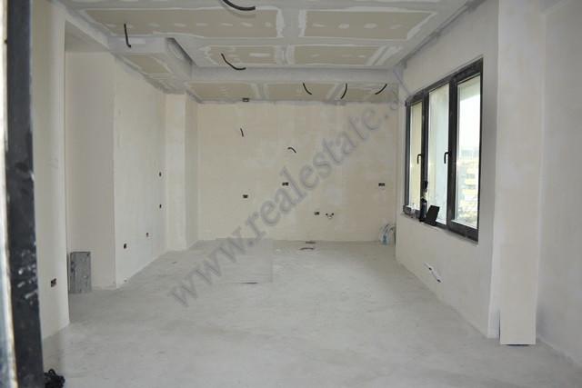 Apartament 2+1 per shitje ne nje nga komplekset ne rrugen e Kavajesne Tirane. Eshte i pozicio