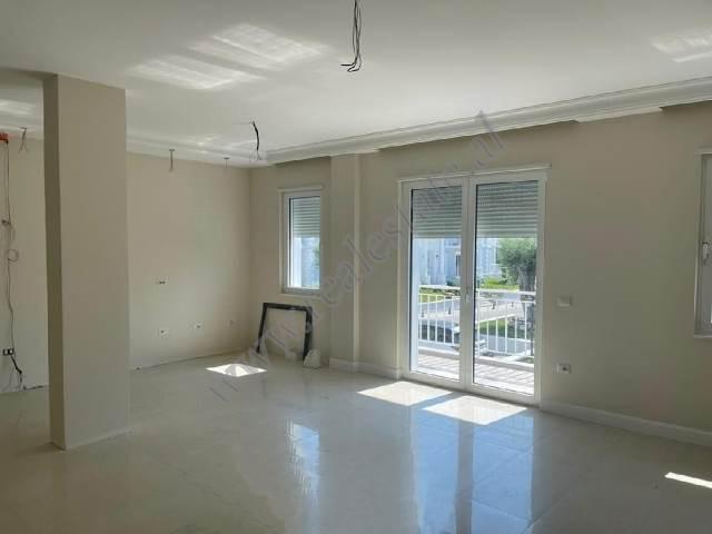 Apartament 2+1 me qira ne nje nga rezidencat me te reja ne zonen e Lundres prane TEG ne Tirane. Kom