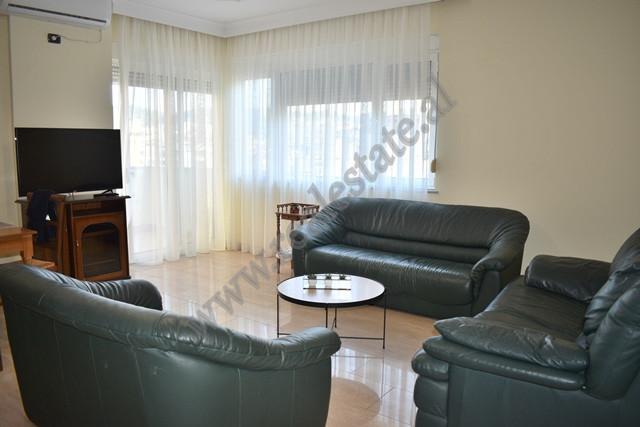 Apartament 1+1 ne rrugen Pjeter Bogdani ne Tirane. Pozicionohet ne katin e 7 te nje pallati te ri,