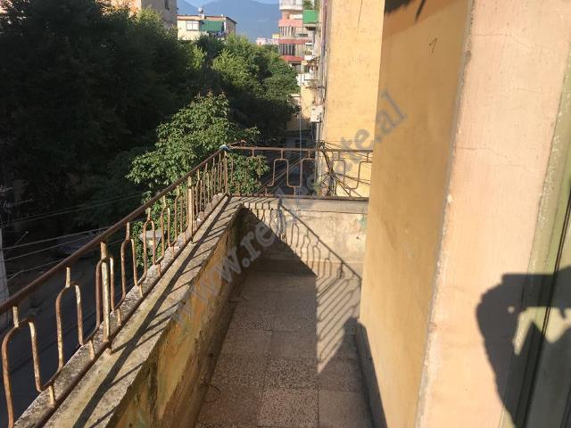 Apartament 2+1 per shitje ne rrugen Petro Marko ne Tirane. Hyrja ndodhet ne katin e 3-te te nje pal