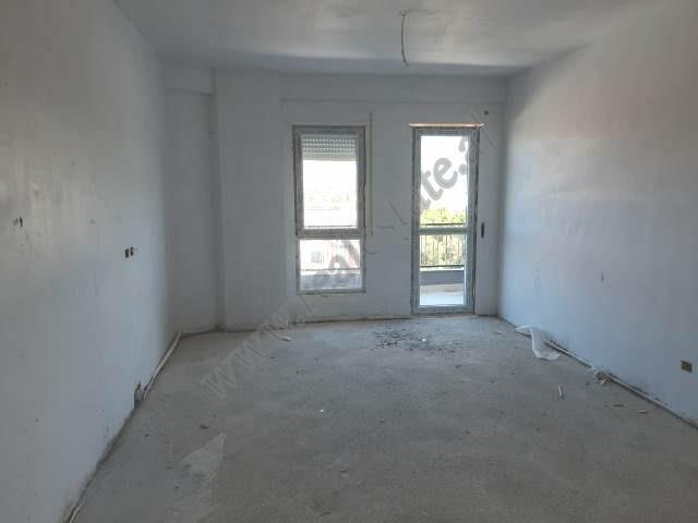 Apartament 2+1 per shitje prane Concord Center ne Tirane. Kati ne te cilen ndodhet hyrja eshte kati