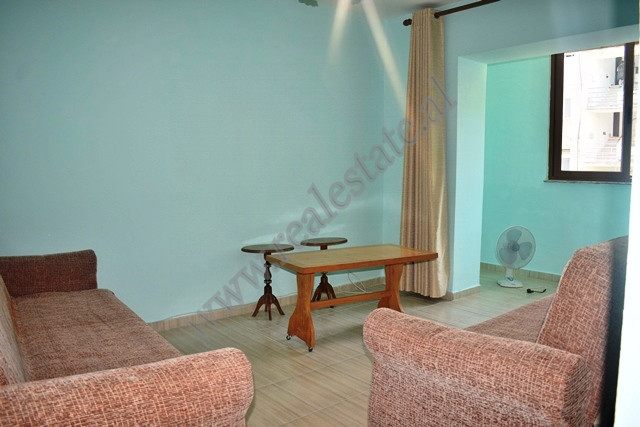 Apartament me qira ne rrugen Preng Bibe Doda ne Tirane. Pallati ne te cilin pozicionohet hyrja esht