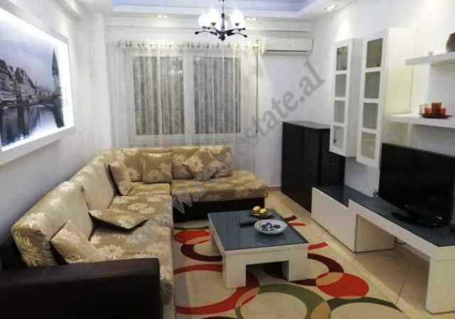 Apartament me qira ne rrugen Fadil Rada ne Tirane. Ndodhet ne nje pallat te ri te ndertuar ne vitet