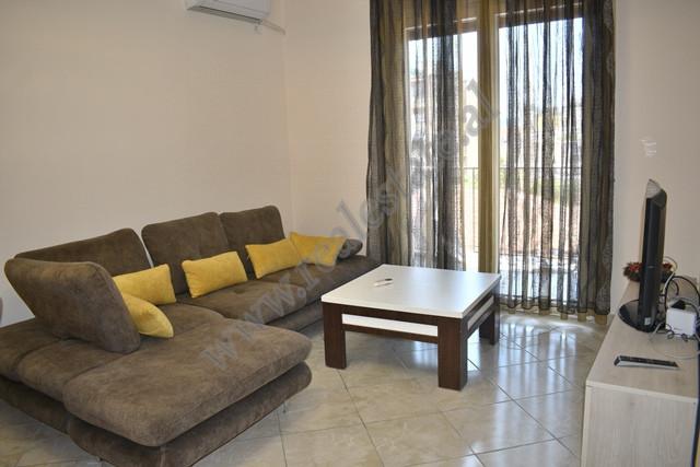 Apartament me qira ne rrugen Haxhi Hysen Dalliu ne Tirane. Pozicionohet ne katin e dyte te nje nder
