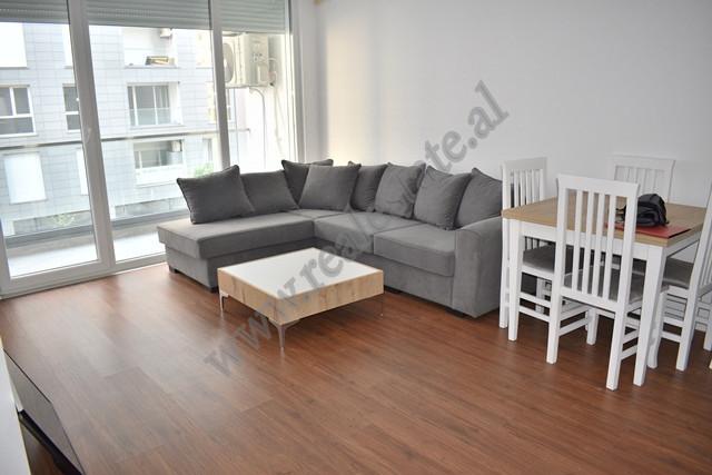 Apartament me qira ne rrugen Don Bosko ne Tirane. Shtepia ndodhet ne nje nga komplekset me te njohu
