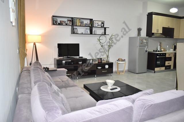 Apartament per shitje ne rrugen Asim Vokshi ne Tirane. Hyrja pozicionohet ne katin e 2-te te Komple