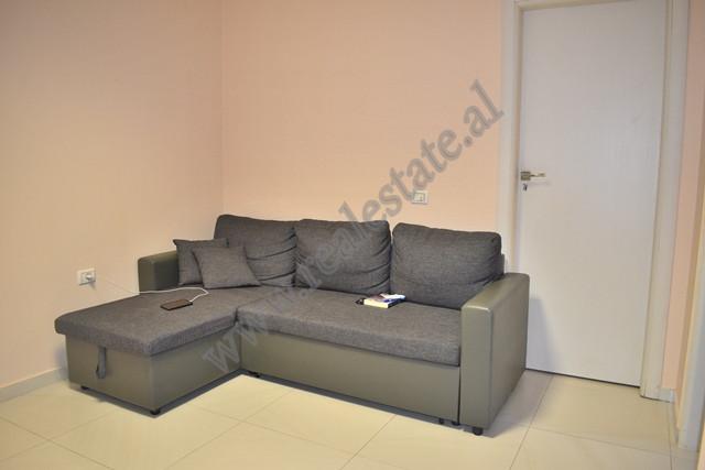 Apartament per shitje ne Kompleksin Panorama ne Tirane. Ndodhet ne katin e dyte te nje pallati te r