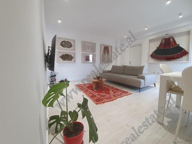 Shitet Apartament 2+1 me sipërfaqe bruto 114 m2 plus Post Parking Nëntoksor. Apartamenti