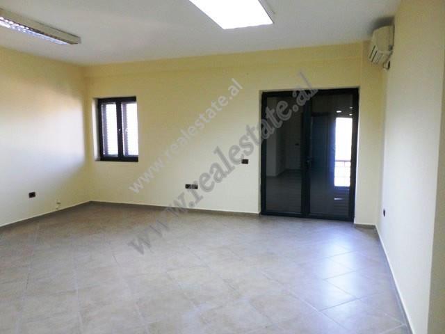 Apartament 3+1 per shitje ne rrugen Themistokli Germenji ne Tirane. Banesa pozicionohet ne katin e