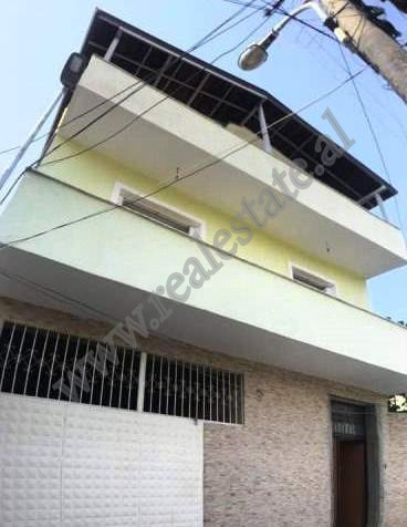 Vile 3-kateshe per shitje ne lagjen 5 Maji ne qytetin e Elbasanit. Vila ka siperfaqe totale prej 33