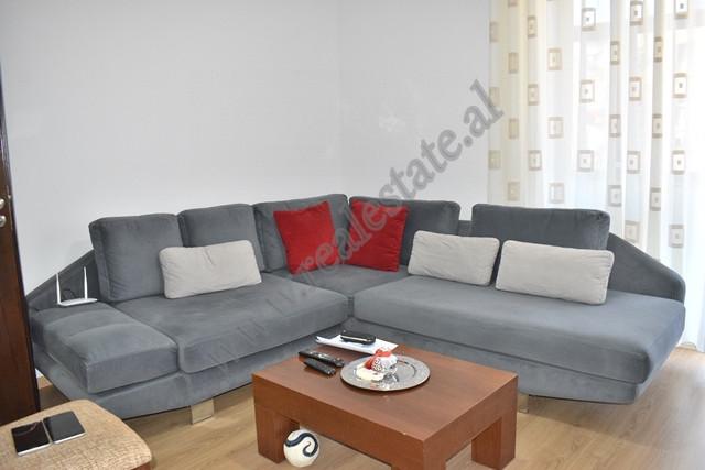 Apartament per qira ne rrugen Astrit Sulejman Bulluku ne Tirane. Ndodhet ne katin e 2 te nje pallat
