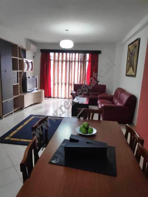 Apartament 2+1 me qira prane rruges Muhamet Gjollesha. Ndodhet ne katin e dyte banim te nje pallati