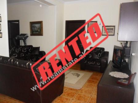 Apartament 2+1 me qera ne rrugen Reshit Collaku ne Tirane. Apartamenti ndodhet ne katin e V te nje