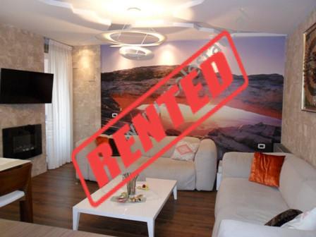 Apartament modern me qera ne rrugen Sami Frasheri ne Tirane.  Ndodhet ne katin e 5-te ne nje kompl