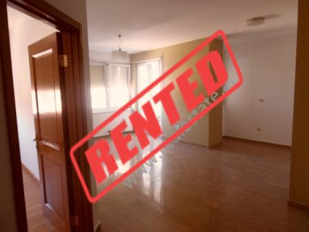 Apartament per zyre me qera ne rrugen Reshit Collaku ne Tirane.  Apartamenti ndodhet ne katin e 3-