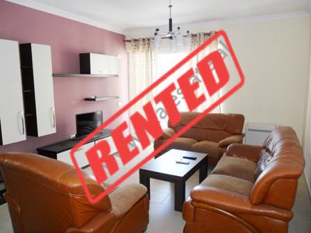 Apartament me qera ne fillimin e rruges Hamdi Garunja ne Tirane.  Ndodhet ne katin e 5-te dhe te f