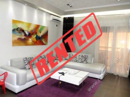 Apartament 3+1 e qera ne rrugen Mahmut Fortuzi ne Tirane.  Apartamenti ndodhet ne katin e dyte te