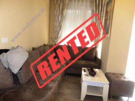 Apartament me qerane rrugen SHefqet Musaraj ne Tirane.  Apartamenti ndodhet ne katin e trete ne nj