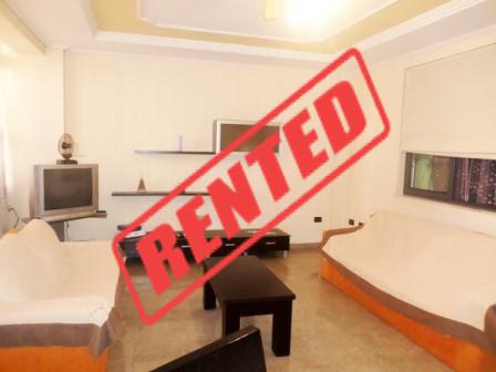 Apartament 2+1 me qera prane Ambasades Polake ne Tirane.  Apartamenti ndodhet ne katin e trete te