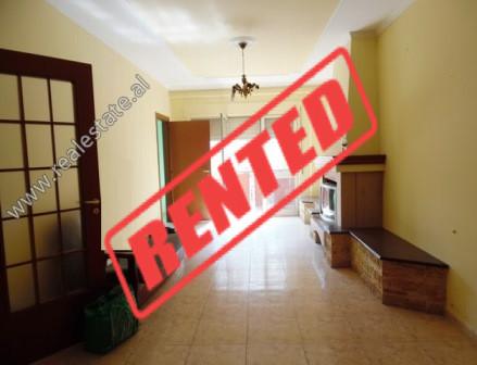 Apartament 2+1 me qera ne kompleksin Vizion Plus ne Tirane  Ndodhet ne katin e 8-te te nje komplek