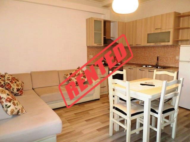 Apartament 2+1 me qera ne Bulevardin Bajram Curri ne Tirane.  Shtepia ndodhet ne katin e 2-t
