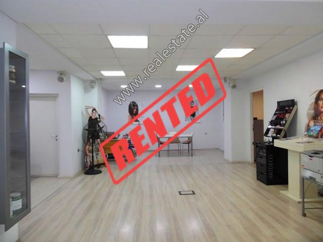Zyre me qera ne rrugen Abdyl Frasheri ne Tirane.  Ndodhet ne katin e 2-te te nje pallati te ri shu