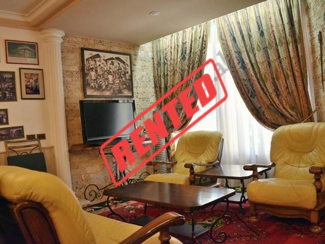 Apartament 1+1 me qira ne rrugen Andon Zako Cajupi ne Tirane. Ndodhet ne katin e dyte te nje pallat