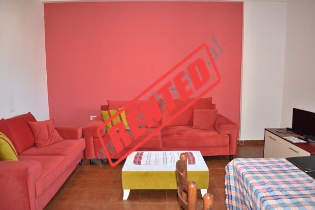 Apartament 1+1 per qira ne rrugen Haxhi Hysen Dalliu.  Apartamenti ndodhet ne katin e shtate te nj
