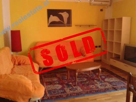 Apartament 1+1 me qera prane Shkolles se Baletit ne Tirane.  Banesa pozicionohet ne katin e IV te