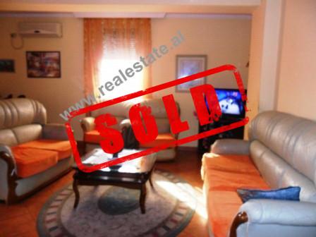 Apartament 1+1 ne shitje ne rrugen Shefqet Musaraj ne Tirane.  Apartamenti ndodhet ne nje zone te