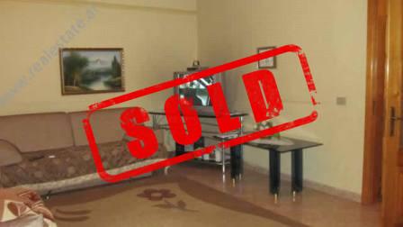Apartament 2+1 ne shitje ne rruge Mine Peza ne Tirane.  Apartamenti ndodhet ne katin e II-te te ba
