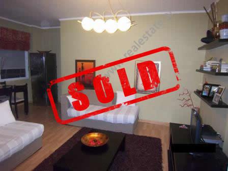 Apartament per shitje ne rrugen Dervish Hima ne Tirane.  Shtepia ndodhet ne katin e 3-te ne nje pa