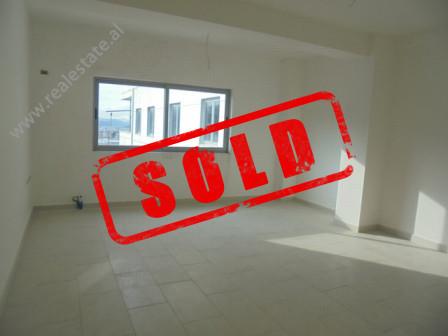 Apartament 2+1 ne shitje ne rrugen Hasan Vogli ne Tirane. Kjo zone eshte ne zhvillim e siper; ndrys