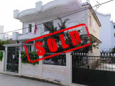 Villa for sale near 3-Deshmoret Street in Tirana.  It is located on the side of the main street.