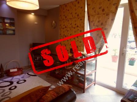 Apartament 2+1 per shitje tek rezidenca Kodra e Diellit ne Tirane.  Apartamenti ndodhet ne katin e