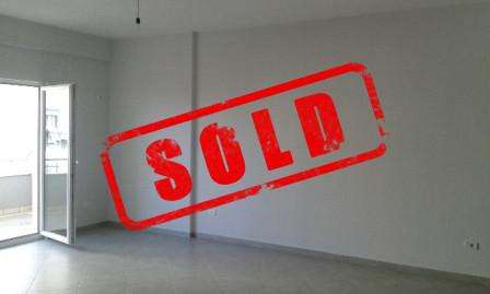 Apartament 2+1 per shitje ne zonen e Freskut ne Tirane.  Apartamenti ndodhet ne katin e 2-te te nj