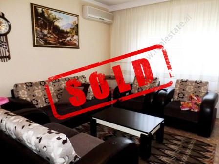 Apartament per shitje ne rrugen Margarita Tutulani ne Tirane.  Apartamenti ndodhet ne katin e tret