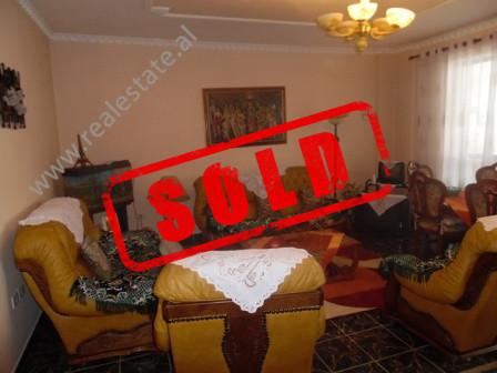 Apartament 2+1 per shitje, prane UET (Universiteti Europian i Tiranes).  Apartamenti, ndodhet ne k