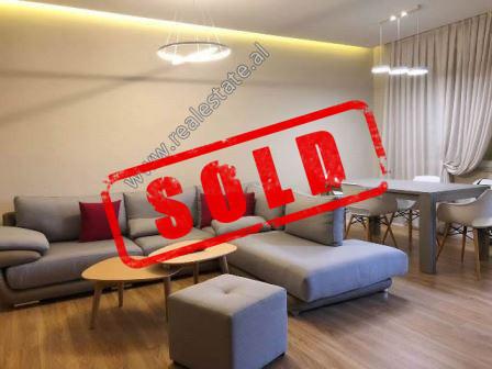Apartament 2+1 per shitje ne rrugen Shkelqim Fusha prane Kopshtit Botanik ne Tirane.  Ndodhet ne k
