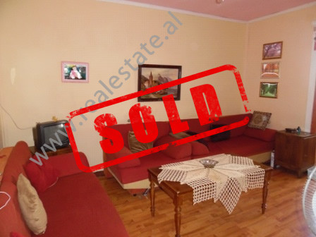 Apartament 2+1 ne shitje ne rrugen Irfan Tomini ne Tirane.  Apartamenti ka nje siperfaqe te brends